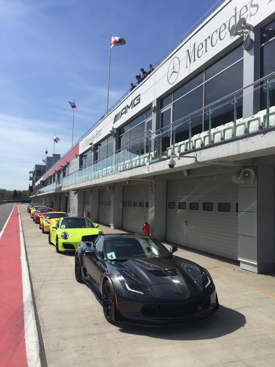 На трассе: Cadillac CTS-V, Chevrolet Comaro, Chevrolet Corvette Stingray, Porsche Panamera, Porsche 911, Audi RS7