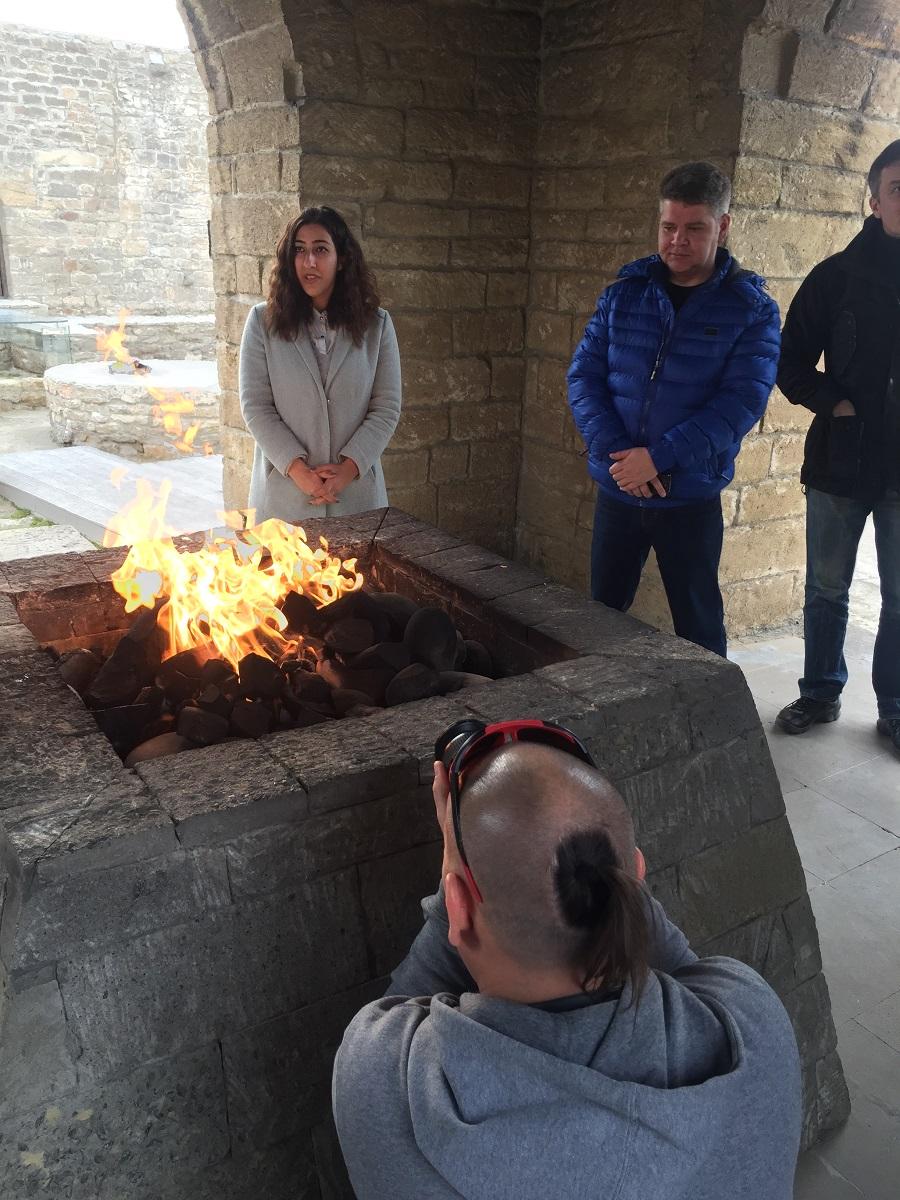 И первая же точка на маршруте обед в «Храме огня»