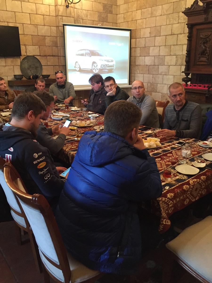 И первая же точка на маршруте пресс тура- обед в «Храме огня»
