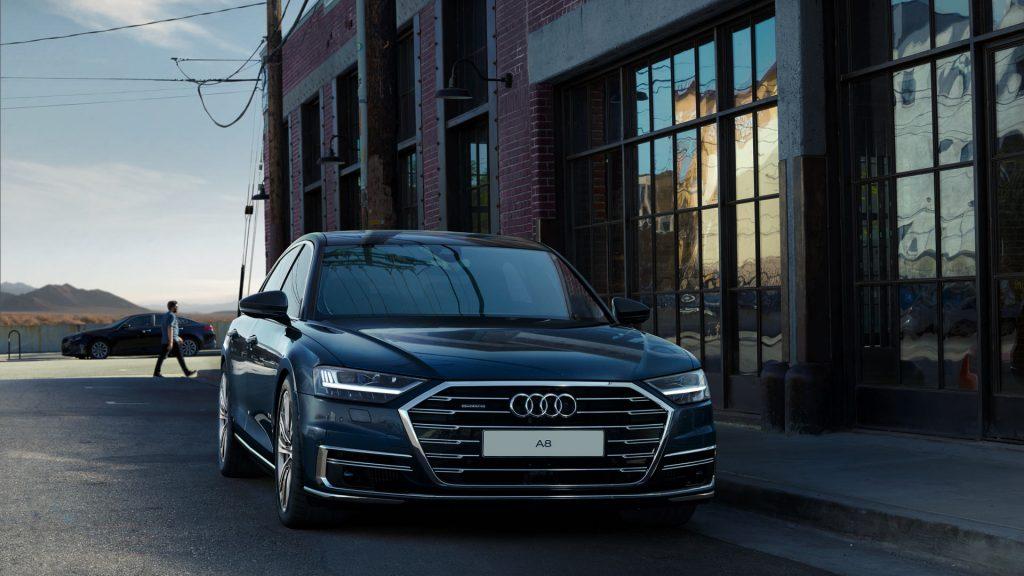 Audi A8 - серебро в категории «Представительские автомобили»