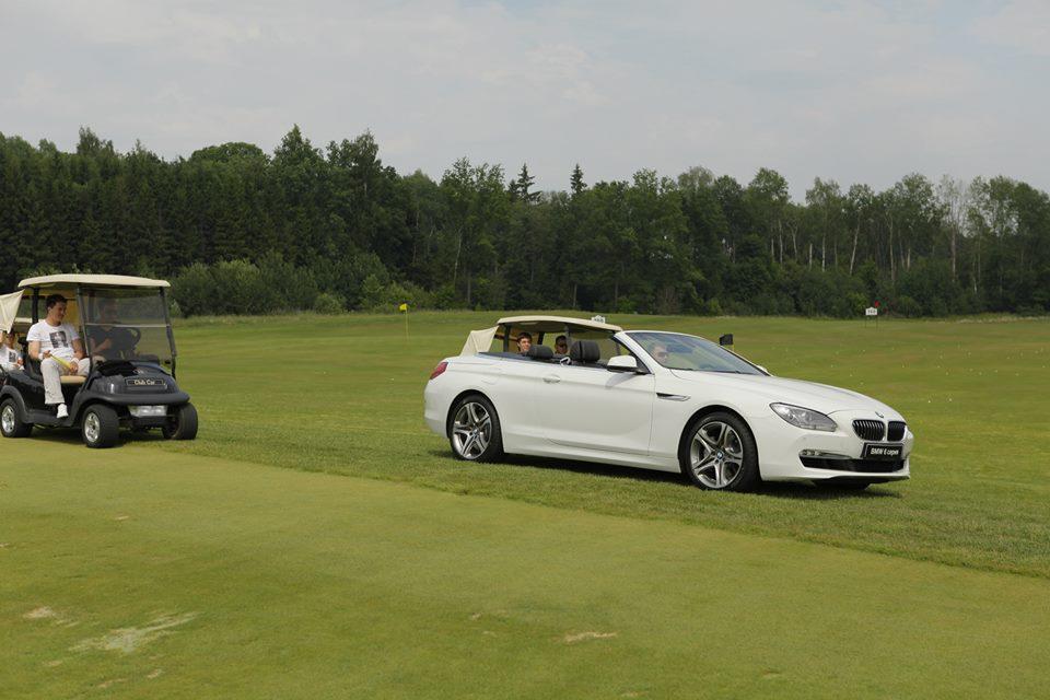 BMW 6 Coupe: Белый кабриолет на зеленой траве!