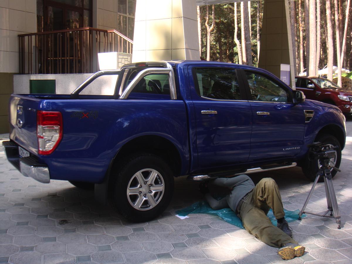 Ford Ranger: В поселке Эльбрус, у подножья горы, гостей ждет приятный отдых в отеле, расположенном в тени соснового леса, специально высаженного на территории дачи Сталина