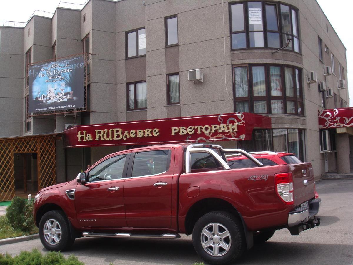 Ford Ranger: Веселые и уставшие мы продолжаем движение по маршруту и через пару часов нас ждет обед в ресторане традиционной кавказской кухни