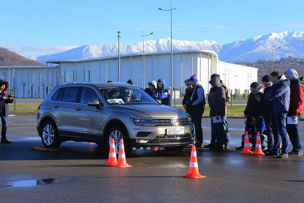 Дилерский тренинг VW в Сочи. Основные конкурентные преимущества VW Tiguan. Одно из них - четкая и понятная работа ассистента парковки VW Tiguan