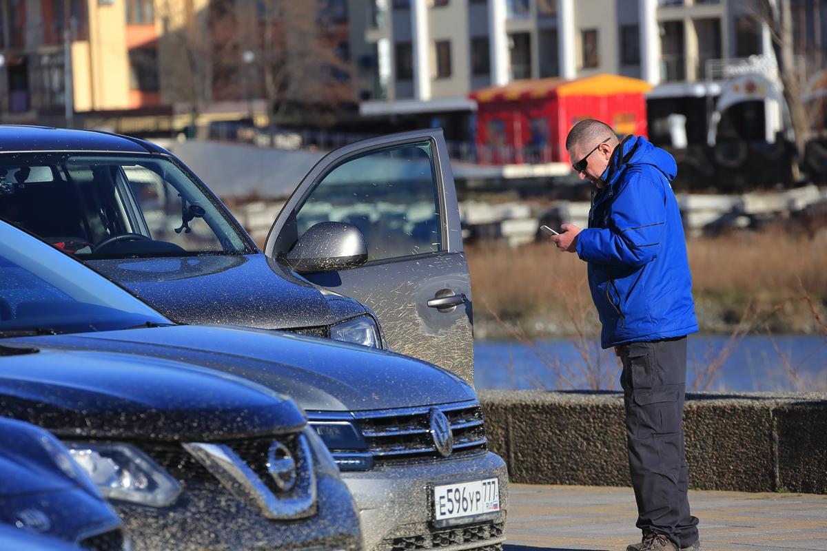 Дилерский тренинг VW в Сочи 2017. Внешний же вид колонны возвращающихся в город автомобилей подтверждал что они прошли серьезное испытание фото колонны в грязи