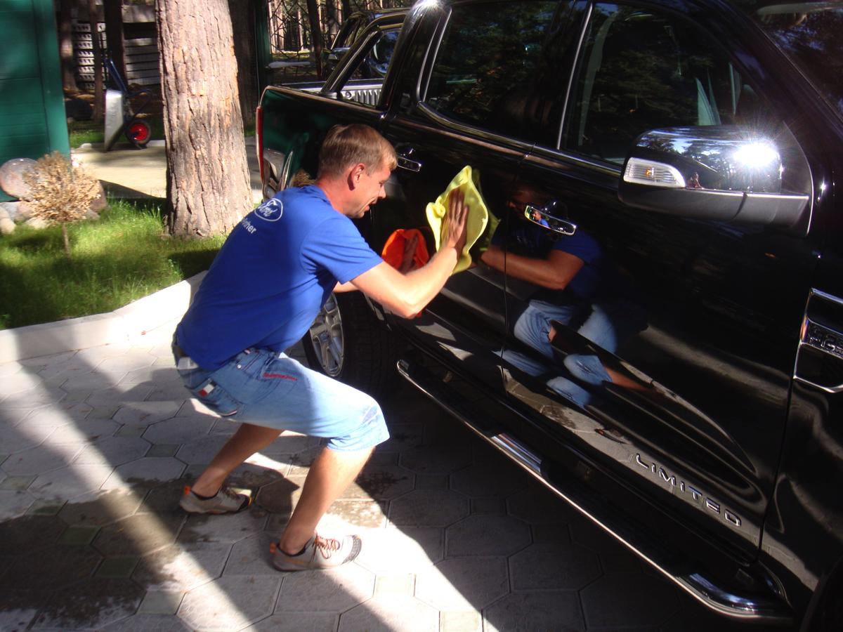 Вадим Шитко, Ford Ranger: Уже на парковке аэропорта участники еще раз благодарят сотрудников компании Ford за этот увлекательное путешествие