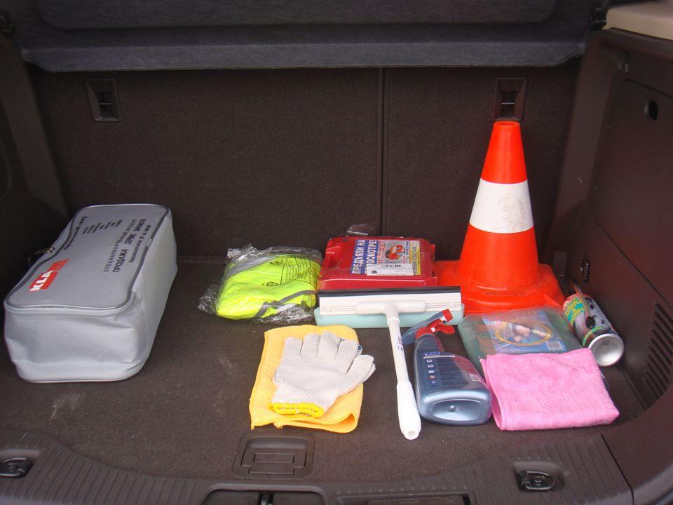Навигаторы и телефоны с местной симкой, сигнальные жилеты и ланчбоксы,wi-fi роутеры и роудбуки Это - лишь малый перечень из допкомплектации автомобилей