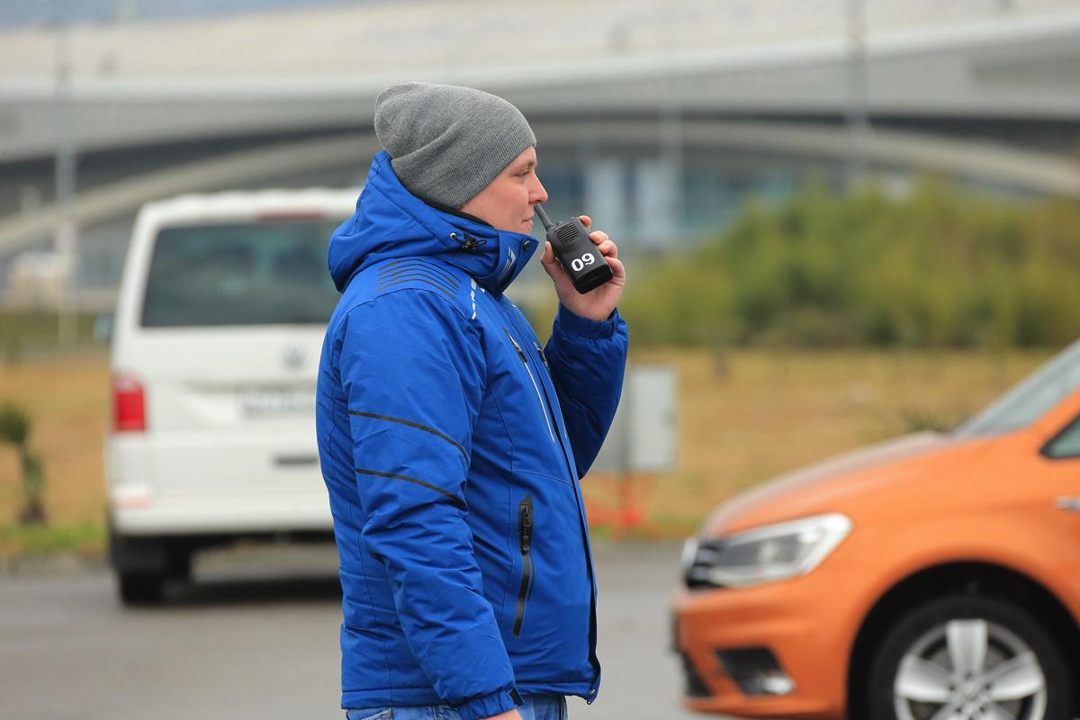 Дилерский тренинг VW в Сочи. Инструктор посредством радиостанции, модерирует интерактив.