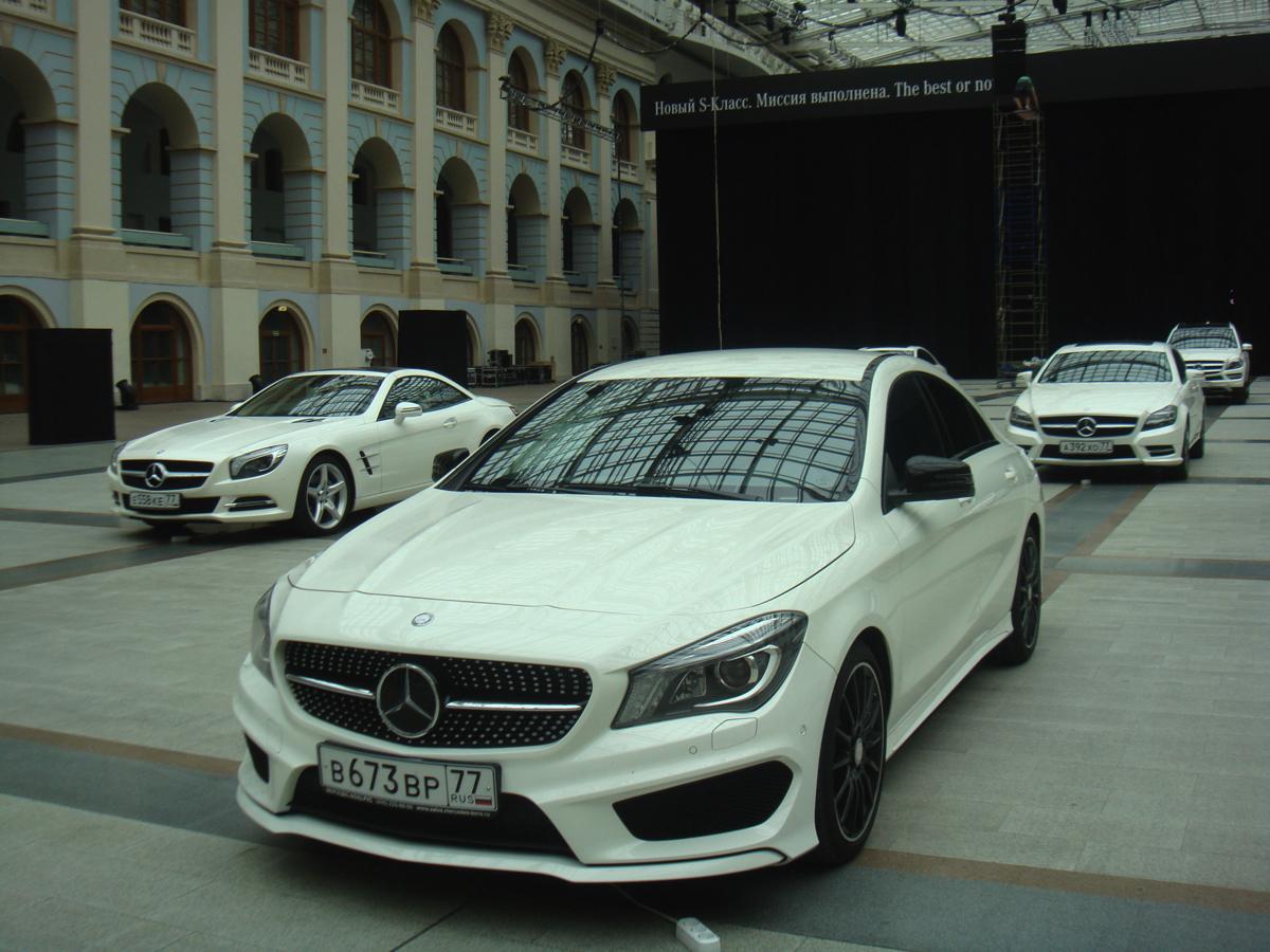 Расстановка автомобилейMercedes Benz S-Classв Гостином дворе в рамках Презентации автомобиля