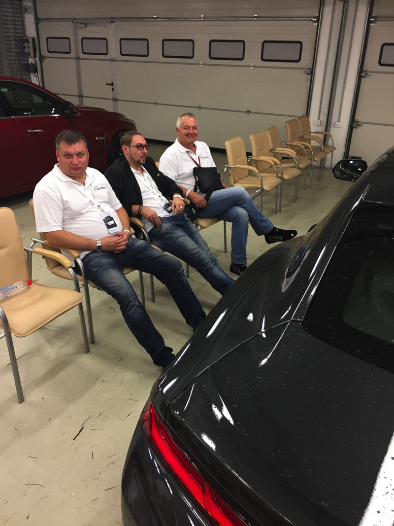 """Cadillac CTS & CTS-V, Chevrolet Camaro & Corvette: И только инструкторы """"справа"""" не так счастливы, хоть и не показывают вида"""