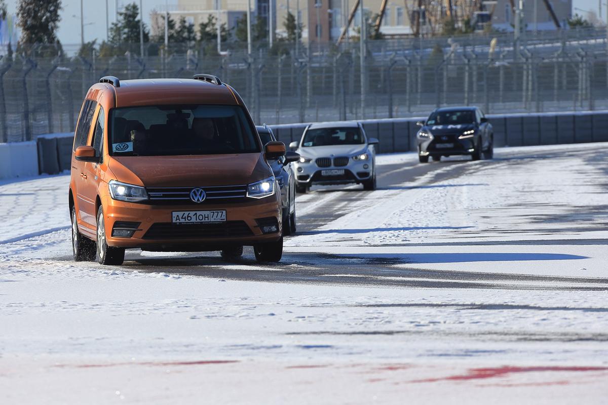 Дилерский тренинг VW в Сочи. Подготовленный нами маршрут стартовал с трассы Формулы 1 и пролегал от Олимпийского парка в сторону Красной поляны