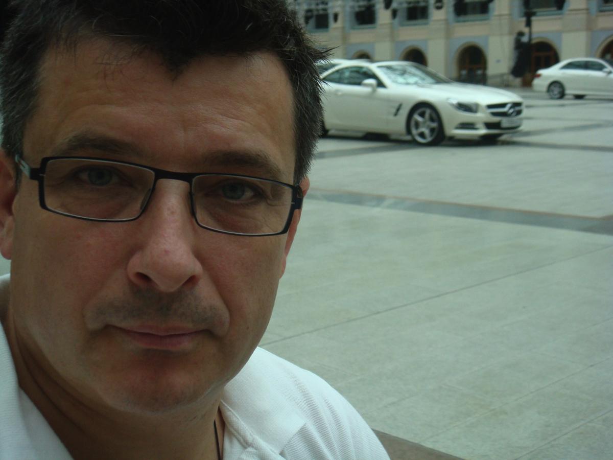 Вадим Шитко: Расстановка автомобилейMercedes Benz S-Classв Гостином дворе в рамках Презентации автомобиля