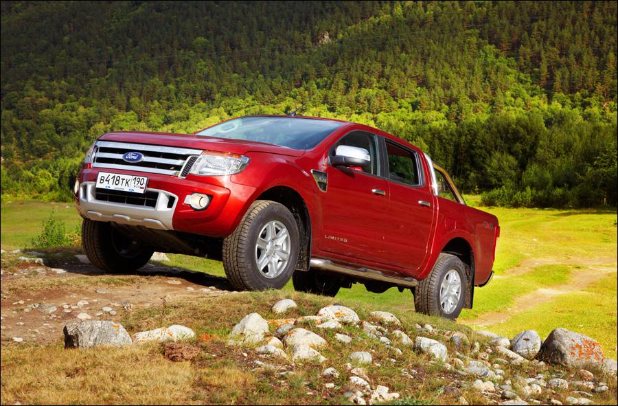 Ford Ranger: Можно буквально летать над кочками, нырять по пороги в лужи, вывешивать колеса и т.д.