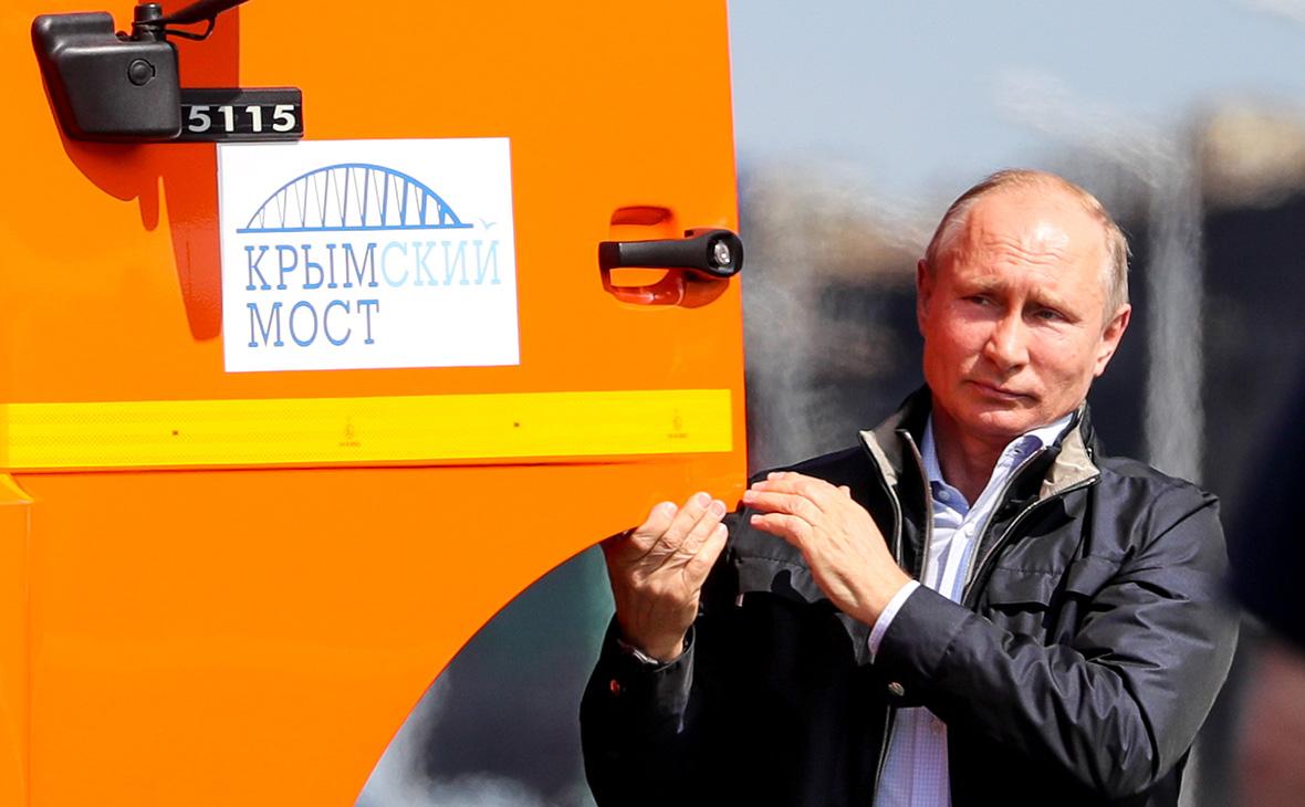 Путин проехал за рулем КамАЗа